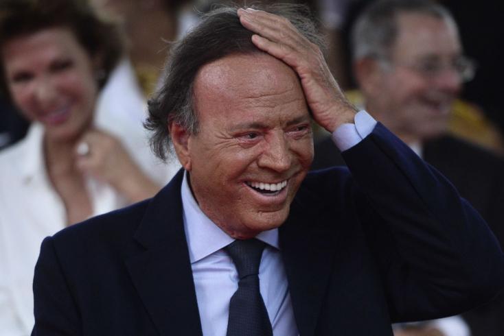 A spanyol bíróság szerint Julio Iglesias énekesnek van egy házasságon kívül született fia
