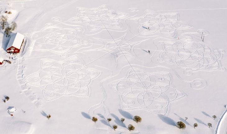 Tiszavirágéletű káprázatos műalkotást készítettek egy hófödte golfpályán Finnországban