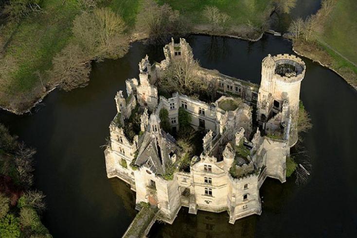 Több ezer internetező tulajdonába került egy ódon kastély