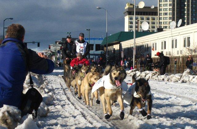 Ő nyerte meg a világ legkeményebb kutyaszánversenyét