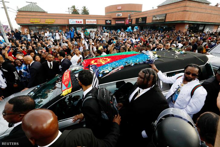 Megöltek egy embert az ismert rapper temetésén