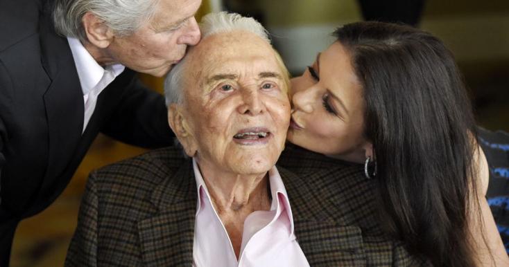 Aggódva tekint a jövőbe a 102. születésnapját ünneplő Kirk Douglas
