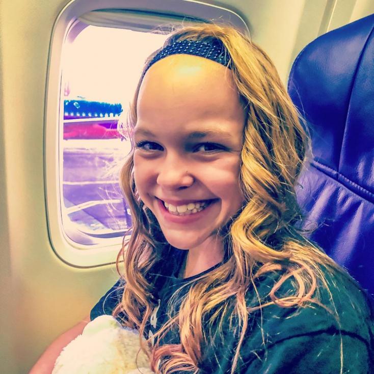 Az arca 10 éves kislányhoz illően sugárzik, de a teste elképesztő! (Fotók)