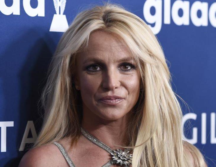 Britney Spears könyvírásra adja a fejét