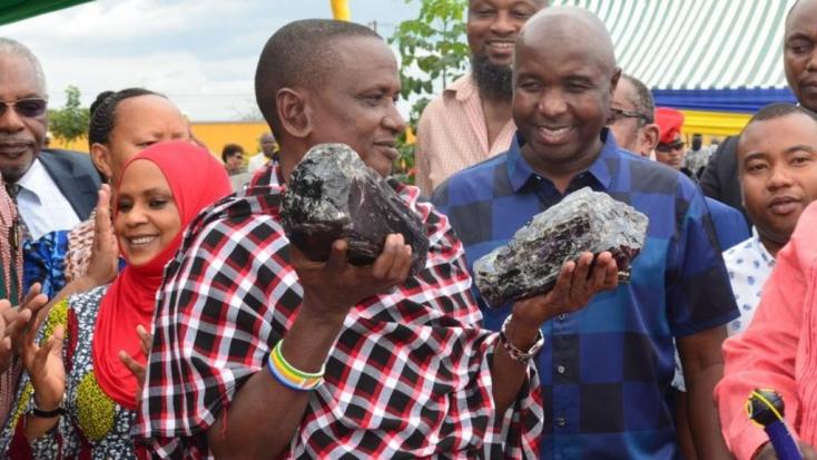 Újabb hatalmas tanzanitot talált a néhány hónapja milliárdossá vált tanzániai bányász