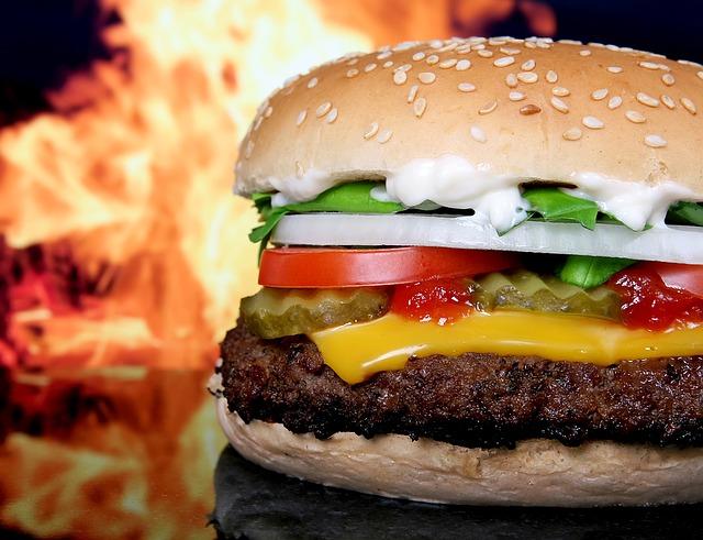 ÉSZMEGÁLL: Ha tízemeletes hamburgert akarsz enni, most megteheted (FOTÓ)