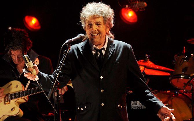 Bob Dylant szexuális zaklatással vádolták meg