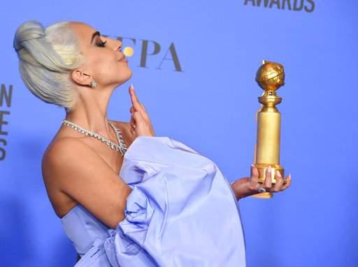 Intim fotóval ünnepelte Golden Globe-díját Lady Gaga (FOTÓ)