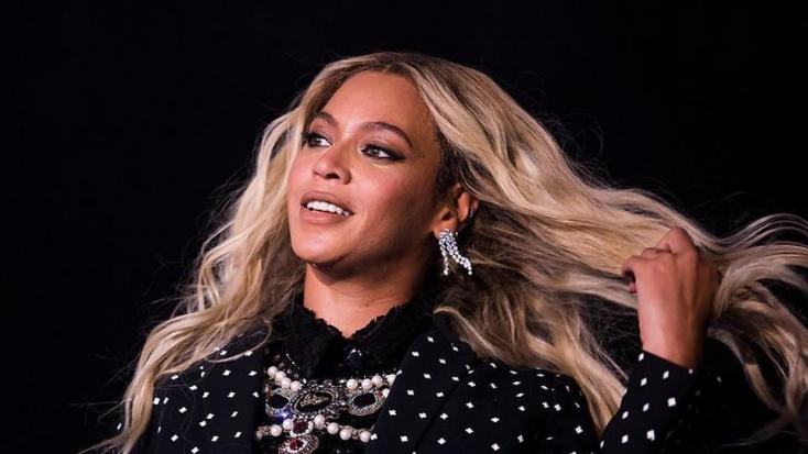 Giccses szerelésben jelent meg Beyoncé a filmpremieren