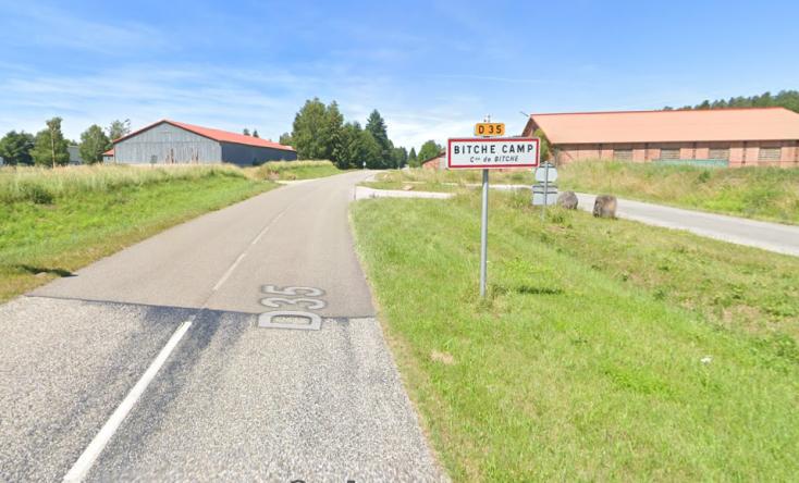 Ribancnak nézte Facebook az egyik francia falu nevét, nem gatyázott, le is tiltotta ízibe