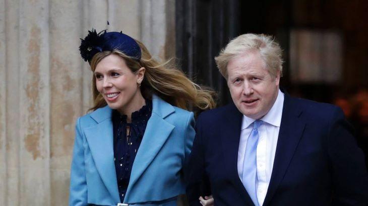 Nagypapákról és orvosokról nevezte el kisfiát Boris Johnson és Carrie Symonds
