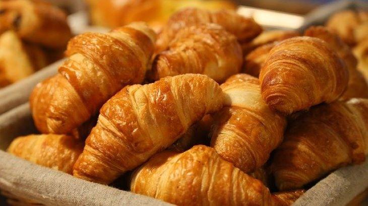 Veszélyes állatnak hitt croissant-hoz riasztották a hatóságokat (FOTÓ)