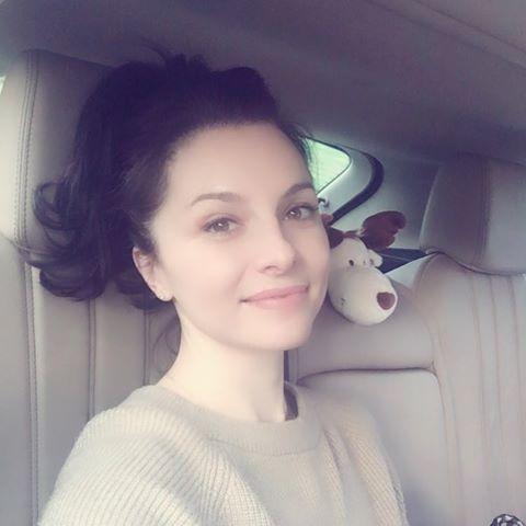 Szexi fehérneműben pózolt a magyar énekesnő
