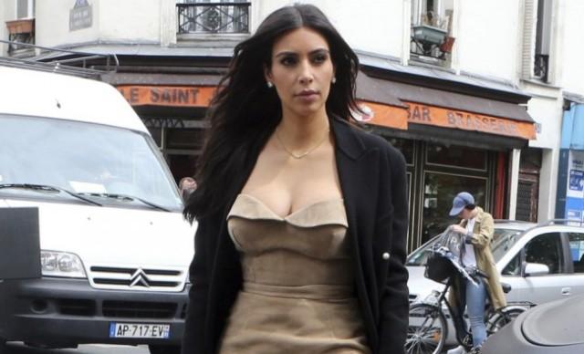 Kim Kardashian megint a melleit mutogatja (FOTÓ)