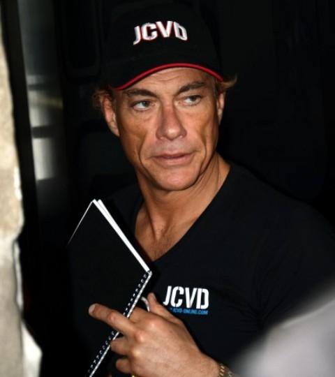 Jean-Claude Van Damme a Facebookon keresztül tartott karateedzést