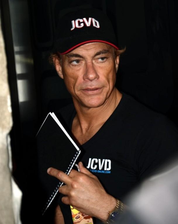Karatézva reklámoz sört Jean-Claude Van Damme