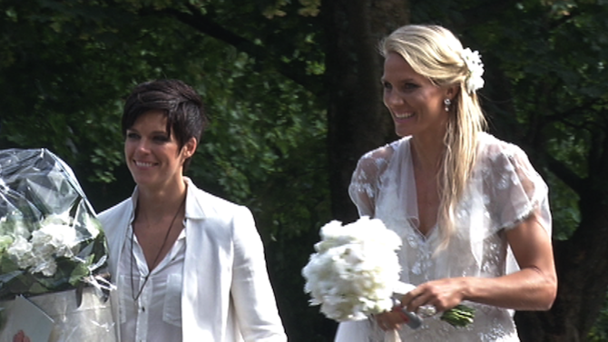 Anne Heche apjától örökölte leszbikus hajlamát - vadító képekkel.