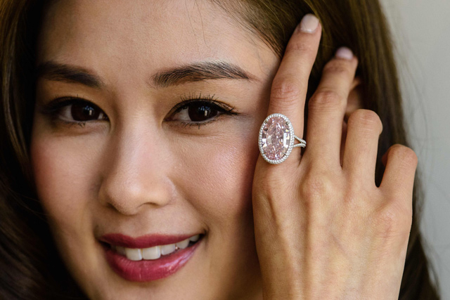 Harmincöt millió eurós rózsaszín gyémántot árverez el a Christie's