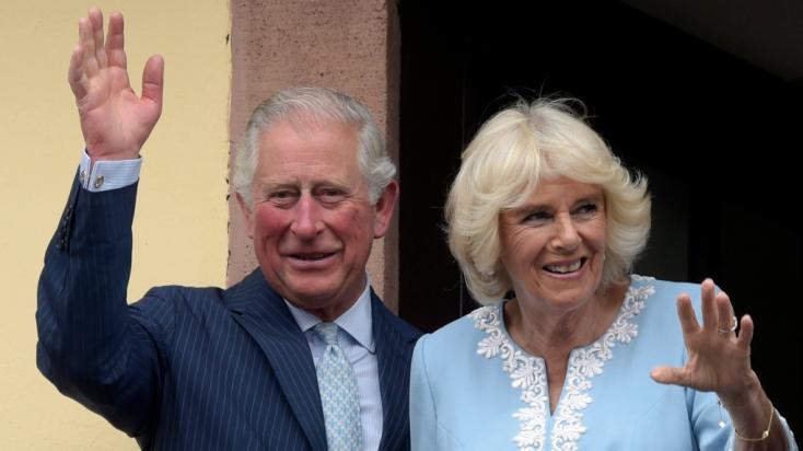 Ez a férfi azt állítja, ő Károly herceg és Kamilla eltitkolt gyereke –FOTÓ