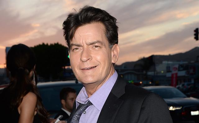 A magyar köztévé szerint Charlie Sheen meghalt! Csakhogy egyáltalán nem halt meg!!!