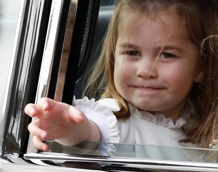 Iskolás lett Sarolta hercegnő, Vilmos herceg és Katalin hercegné kislánya (FOTÓK+VIDEÓ)