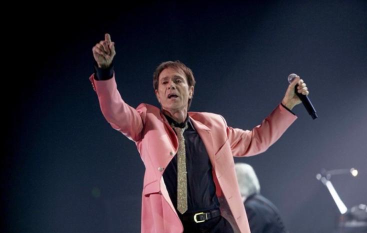 A végső megállapodás szerint kétmillió fontot fizet a BBC a világhírű énekesnek
