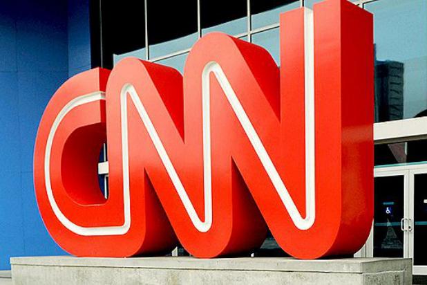A CNN visszavette a kommentátorát, aki a nadrágjába nyúlt, amikor azt hitte, senki nem látja