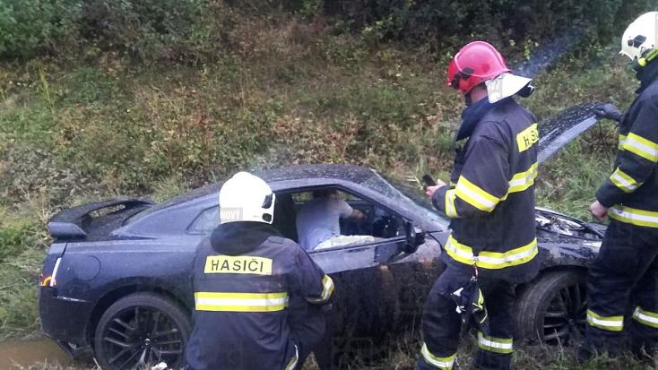 Méregdrága sportautóval szenvedett balesetet Rytmus