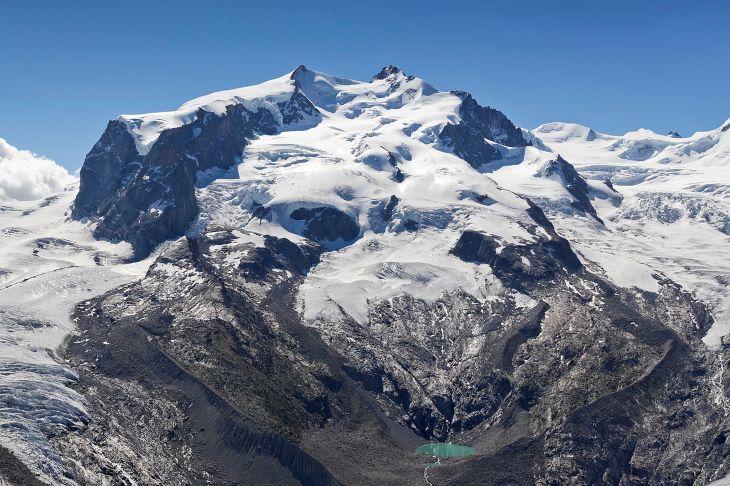 Két napot és két éjszakát élt túl egy nő egy svájci gleccserszakadékban