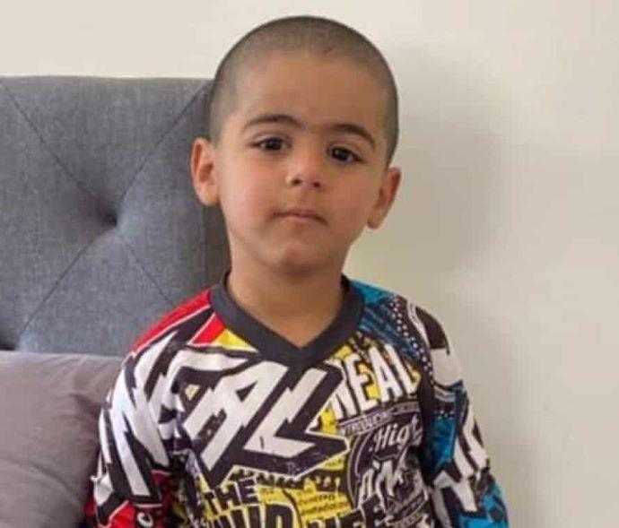 Sértetlenül került elő egy hároméves fiú három nap után Ausztrália erdeiből (VIDEÓ)