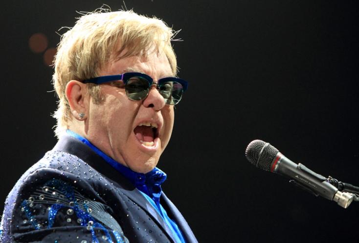 Elton John beszólt a velencei polgármesternek
