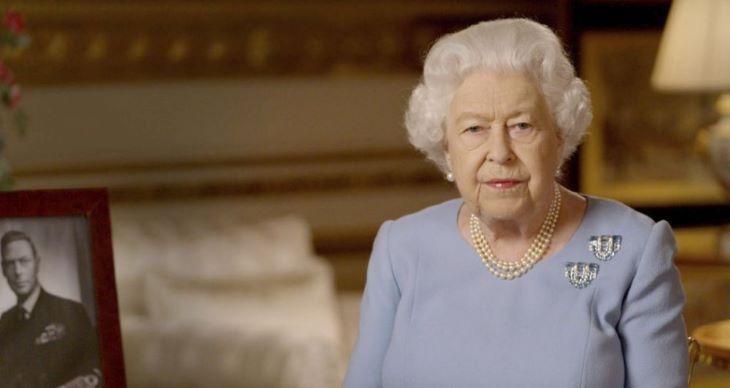 II. Erzsébet királynő elhagyja a Buckingham-palotát