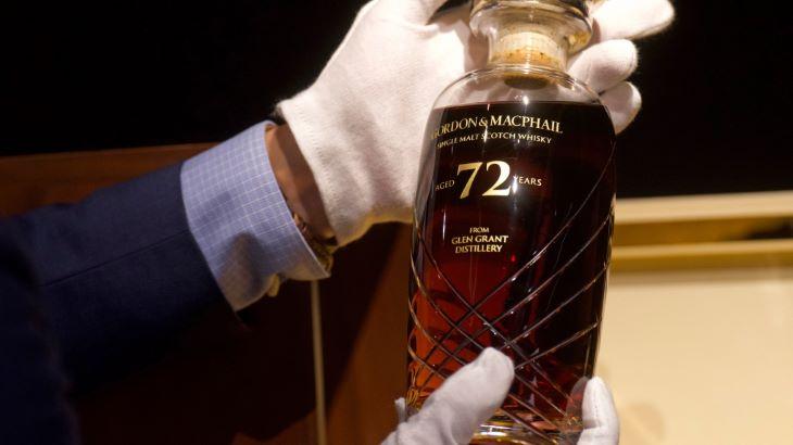 Egy 72 éves, ritka skót whiskyt árvereznek el