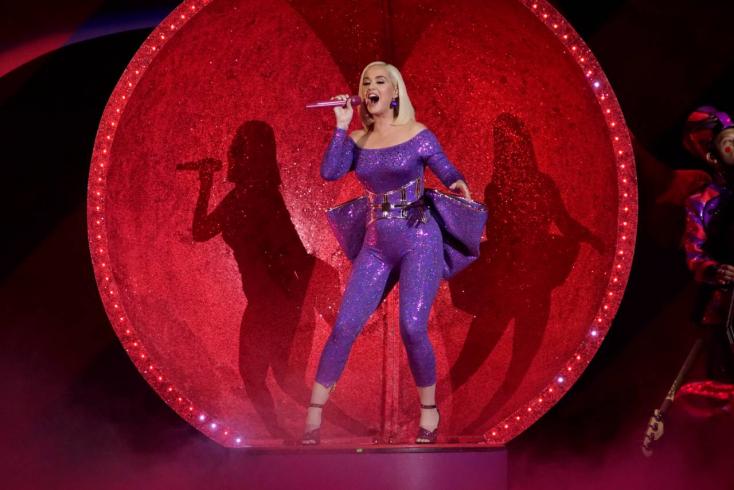 Katy Perry összeesett egy forgatáson