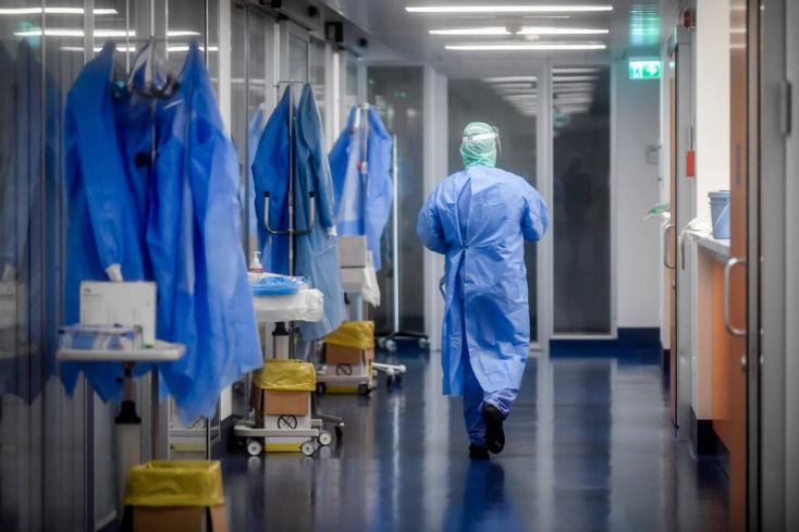 Idős kora ellenére is nővérként dolgozott egy nő – a koronavírus azonban megálljt parancsolt