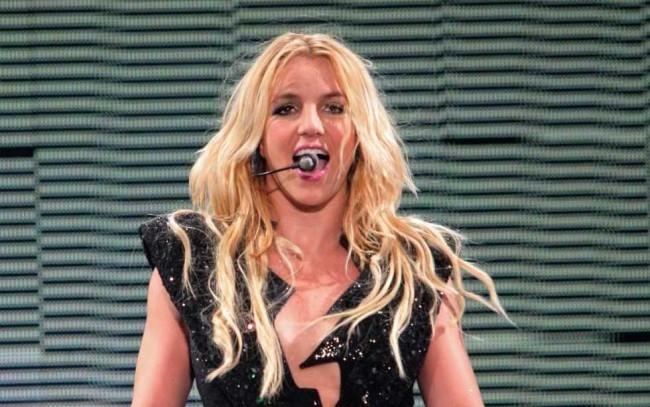 Kifütyülték a koncertjén Britney Spearst