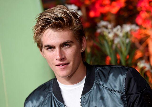 Előállították a rendőrök a híres modell 19 éves fiát