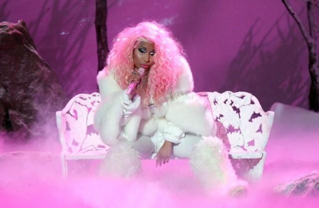 """Nicki Minaj mellei """"kiszabadultak"""" a bodyjából (FOTÓ)"""