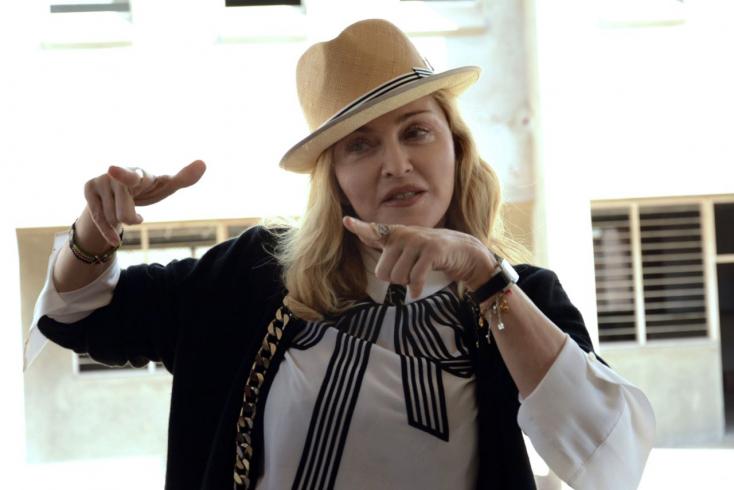 Örökbefogadott kisfia focikarrierjéért Európába költözött Madonna