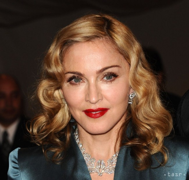 Madonna egy szál bugyiban tükörszelfizett - FOTÓ