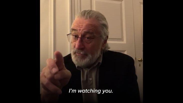 Robert De Niro üzent - mindenkit otthonmaradásra buzdít - VIDEÓ