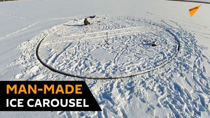 ÉSZMEGÁLL: Örömet akart szerezni unokáinak a nagypapa - jégkörhintát vágott a tóba (VIDEÓ)
