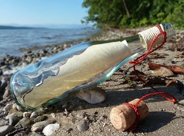 Ötvenéves palackpostát talált egy alaszkai férfi, még egy orosz haditengerész indította útnak (FOTÓ)