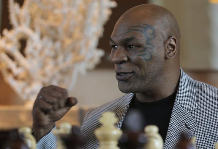 Őrület: Mike Tyson műpénisszel érkezett a doppingvizsgálatokra!