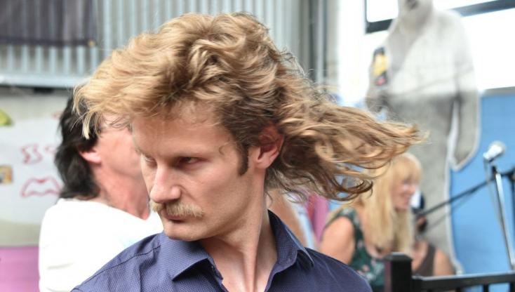 BetiltottákaBundesliga-frizurát egy ausztrálfiúiskolában