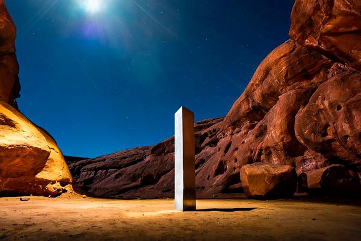 Egy szemtanú szerint négy férfi vitte el a utah-i sivatagból a rejtélyes monolit fémtömböt