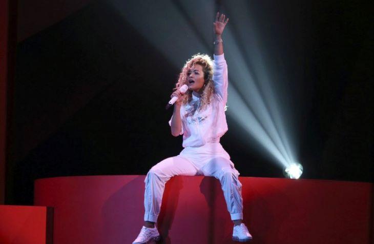 Rita Ora átlátszó melltartóban vásárolgatott (FOTÓK)