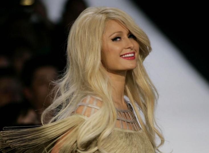 Paris Hilton új dallal rukkolt elő - talán nem kellett volna (VIDEÓ)