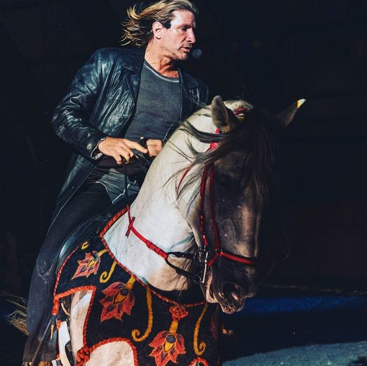Agyba-főbe verte az ismert magyar lóimádó bulvárceleb a lovászát
