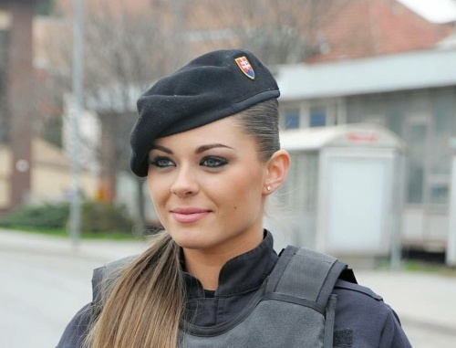 Ezért a nagyszombati rendőrnőért van oda a fél ország! (FOTÓK)